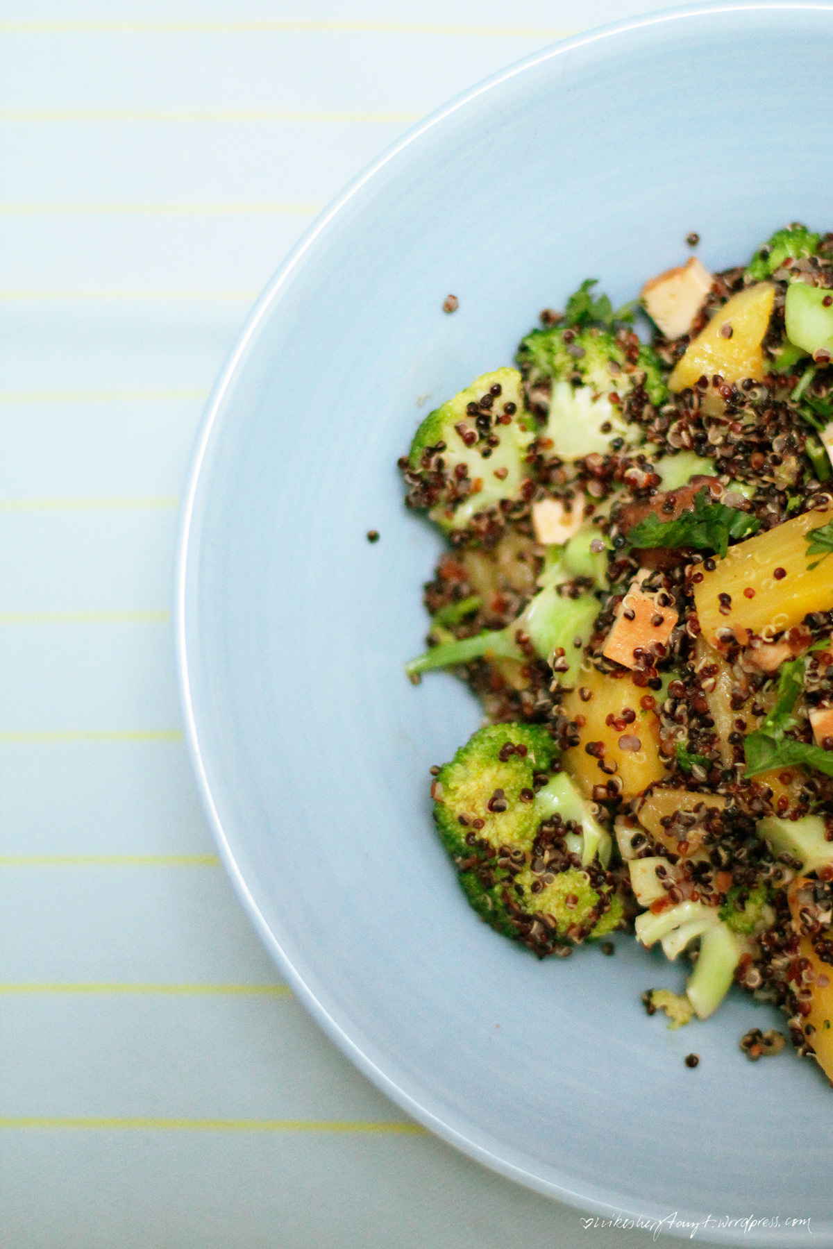 quinoa bowl mit ananas, vegan, nikesherztanzt, clean eating