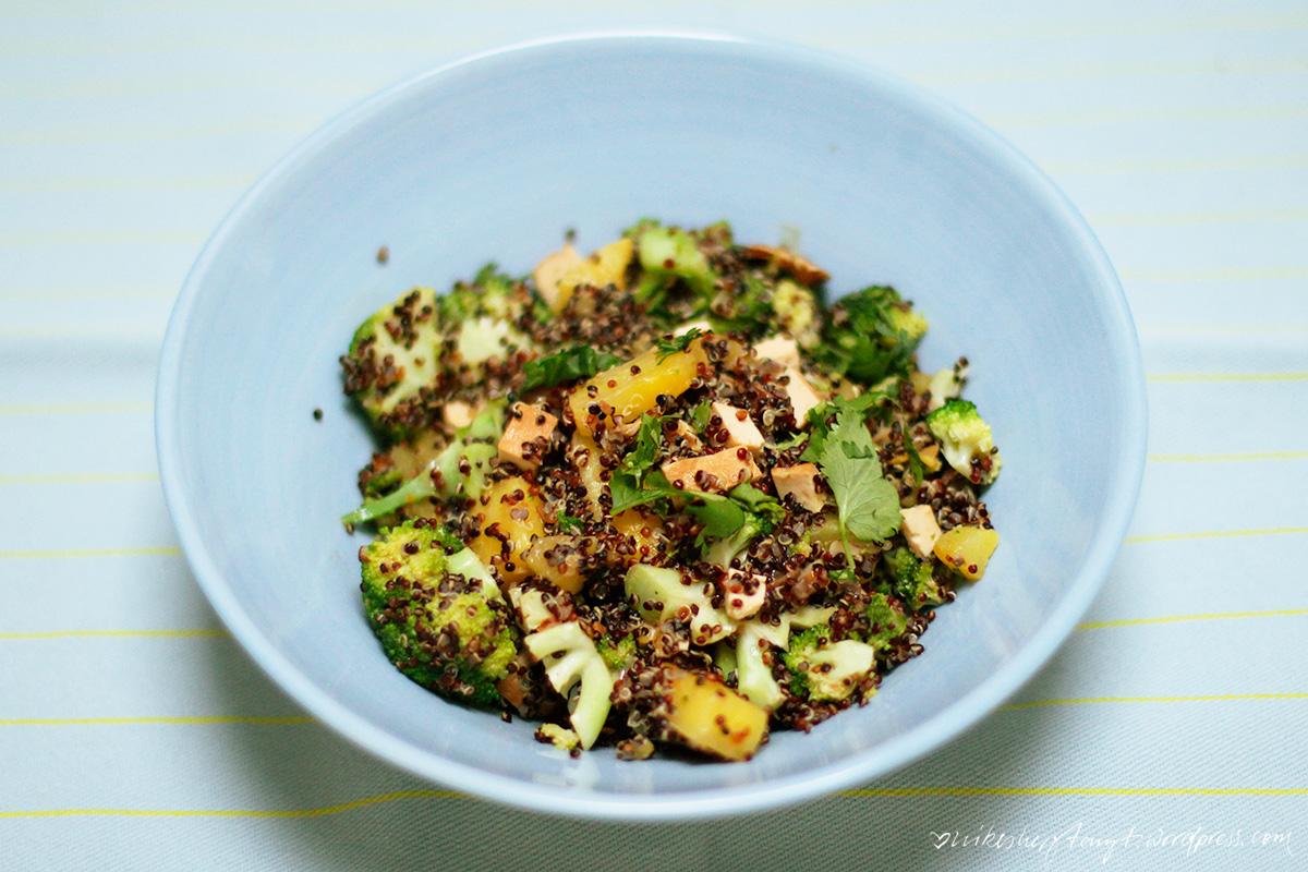 quinoa bowl mit ananas, vegan, nikesherztanzt, clean eating