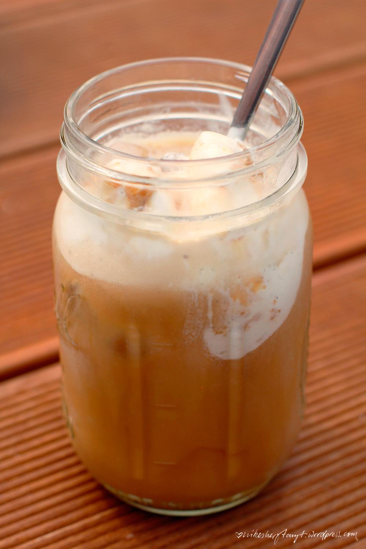 eis kaffee, iced coffee, mocca, mandelmilch, vanilleeis, vegan, nikes herz tanzt, espresso