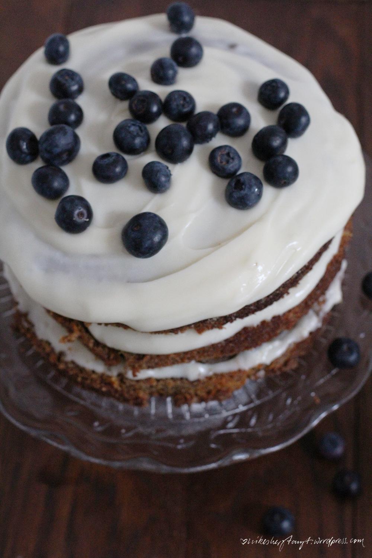 möhren walnuss torte, lecker bakery, heidelbeeren, blaubeeren, soulfood, nervennahrung, sonntagssüß, nikes herz tanzt