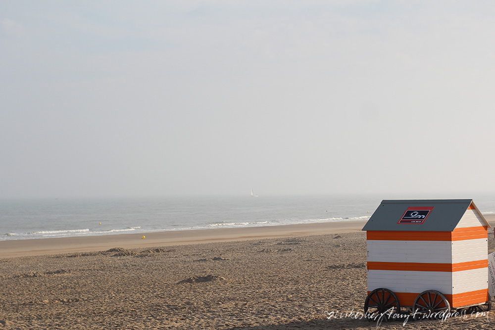 life is good at the beach, morgens am strand von wenduine, nordsee, belgien,