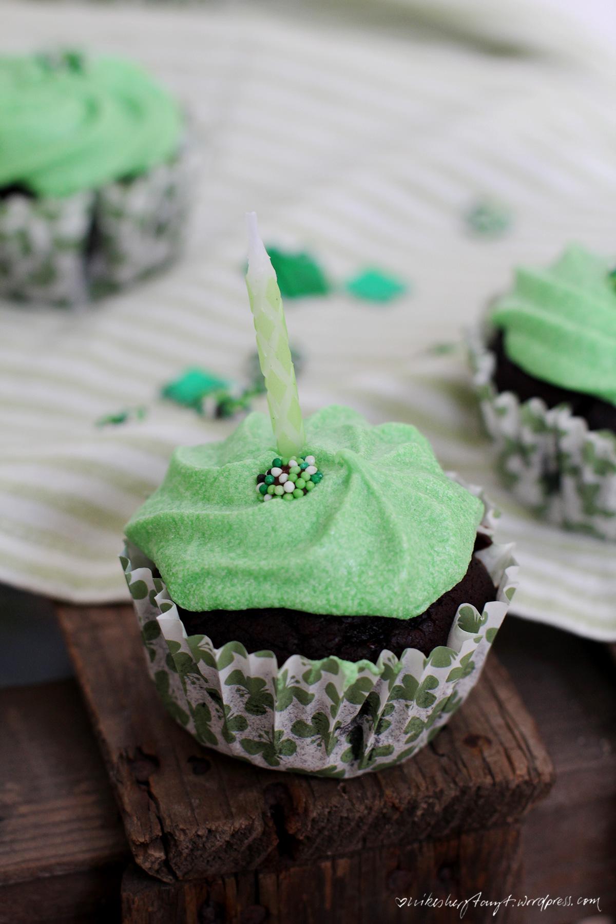 schoko-minz-cupcakes, minzsirup, vegan, nikesherztanzt