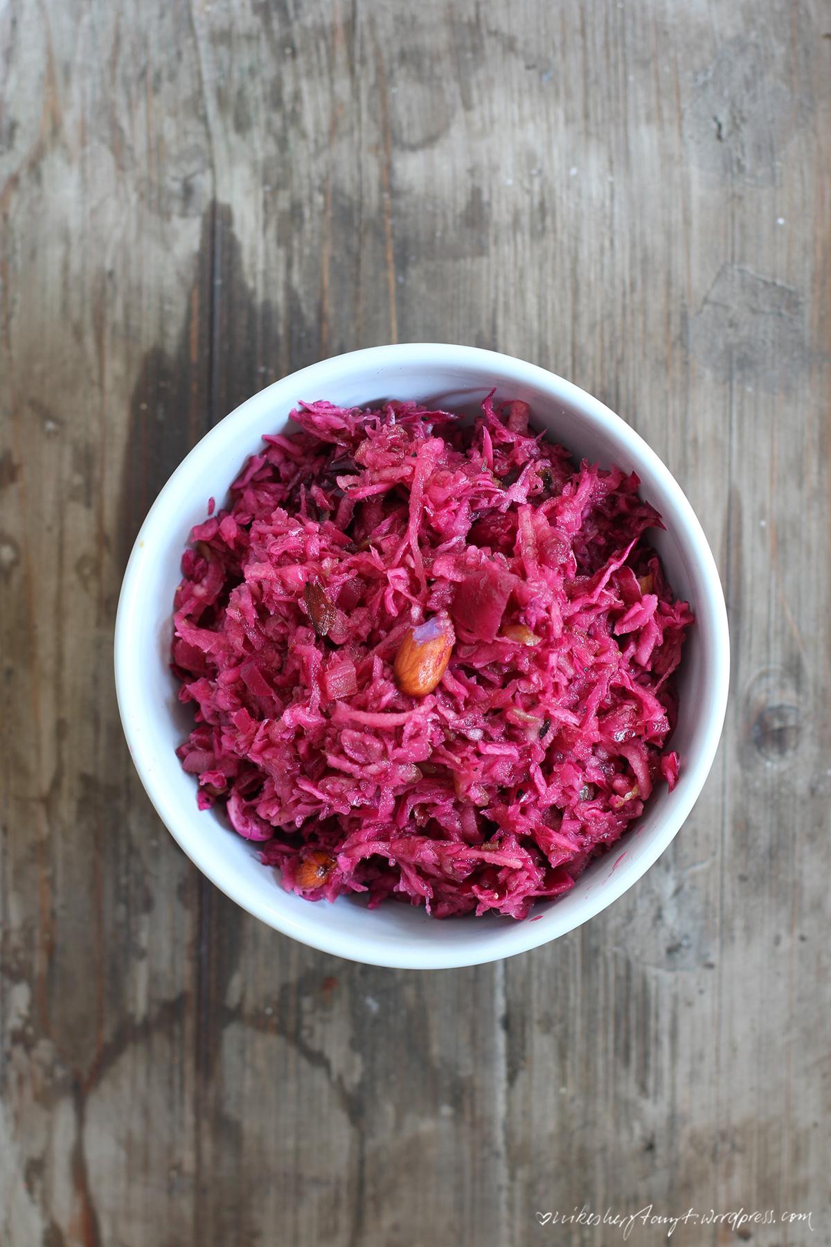 rotkohl apfel salat mit datteln, mandeln, vegan, food, blog, nikesherztanzt