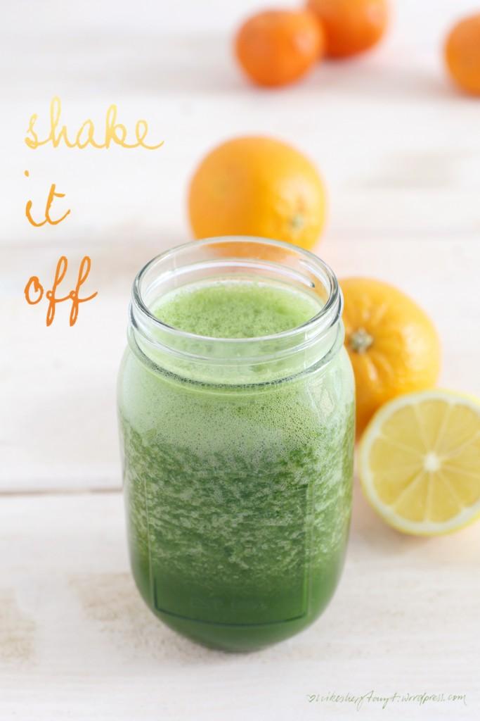 green smoothie, grüner saft, detox, eat your greens, clean eating, vegan, orange, zitrone, minze, grünkohl, weizengraspulver, nikesherztanzt