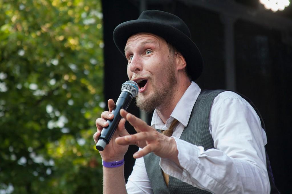folklore fest an der alten kirche in krefeld, august 2015, musikfestival, niederrhein, nikesherztanzt, provinztheater,