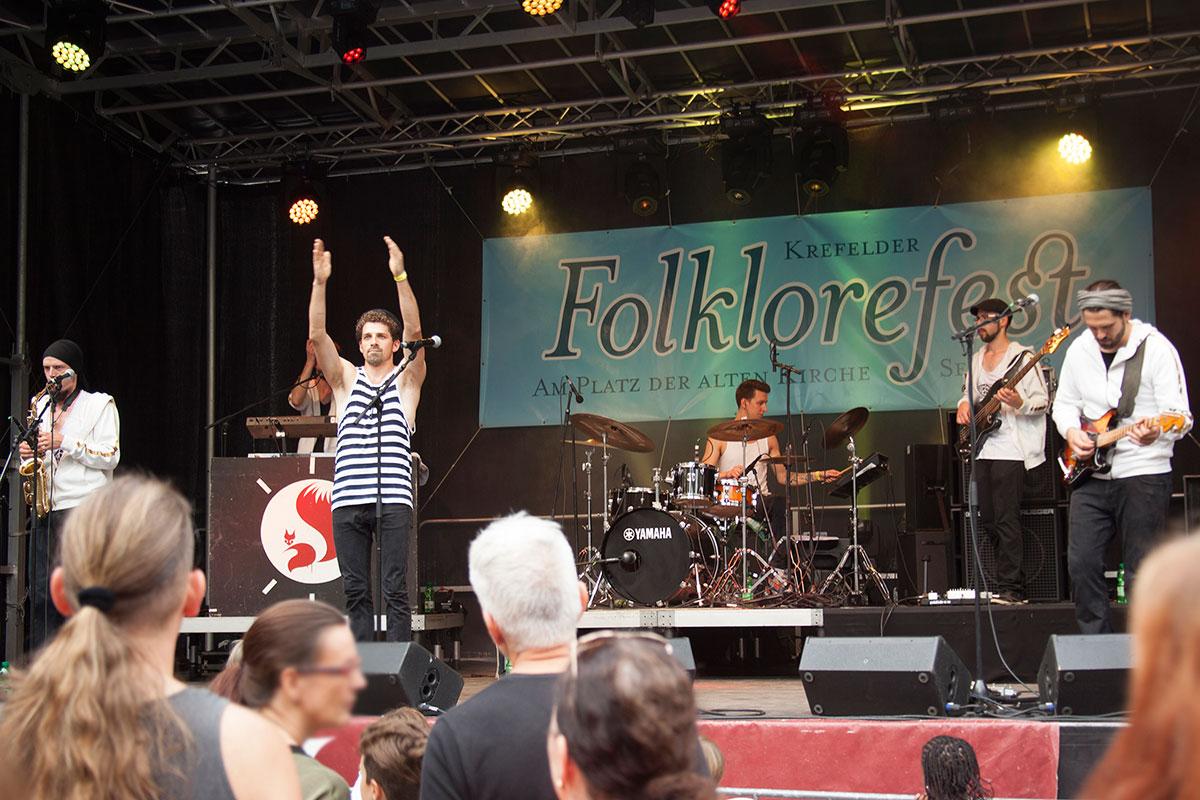 folklore fest an der alten kirche in krefeld, august 2015, musikfestival, niederrhein, nikesherztanzt, ratatöska,