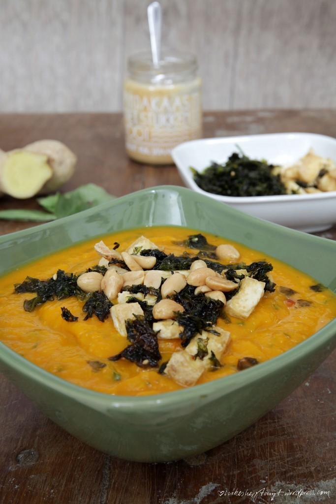 kürbissuppe mit thaibasilikum und koriander, suppenliebe, ingwer, tofu, algen, soulfood, soupy kaspar, nikesherztanzt
