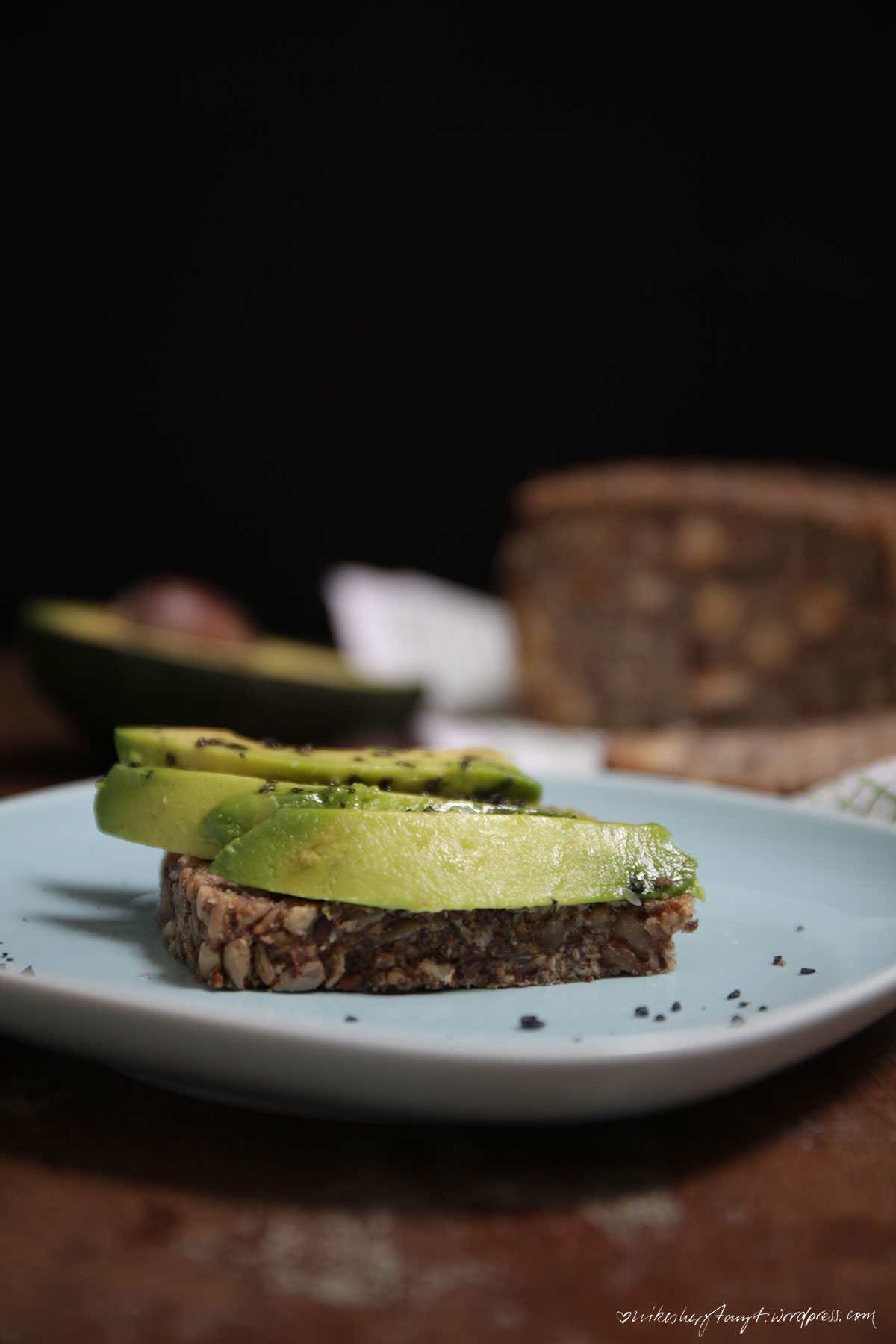 lifechanging bread, körner, brot, vegan, brotzeit, cleaneating, nikesherztanzt, avocado, avocadobrot