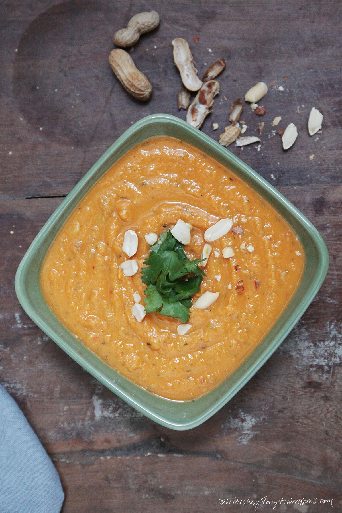 süsskartoffel erdnuss suppe, suppennkaspar, soupy kaspar, erdnussmus, süßkartoffeln, chili, koriander, limetten, erdnüsse, blog, nikesherztanzt