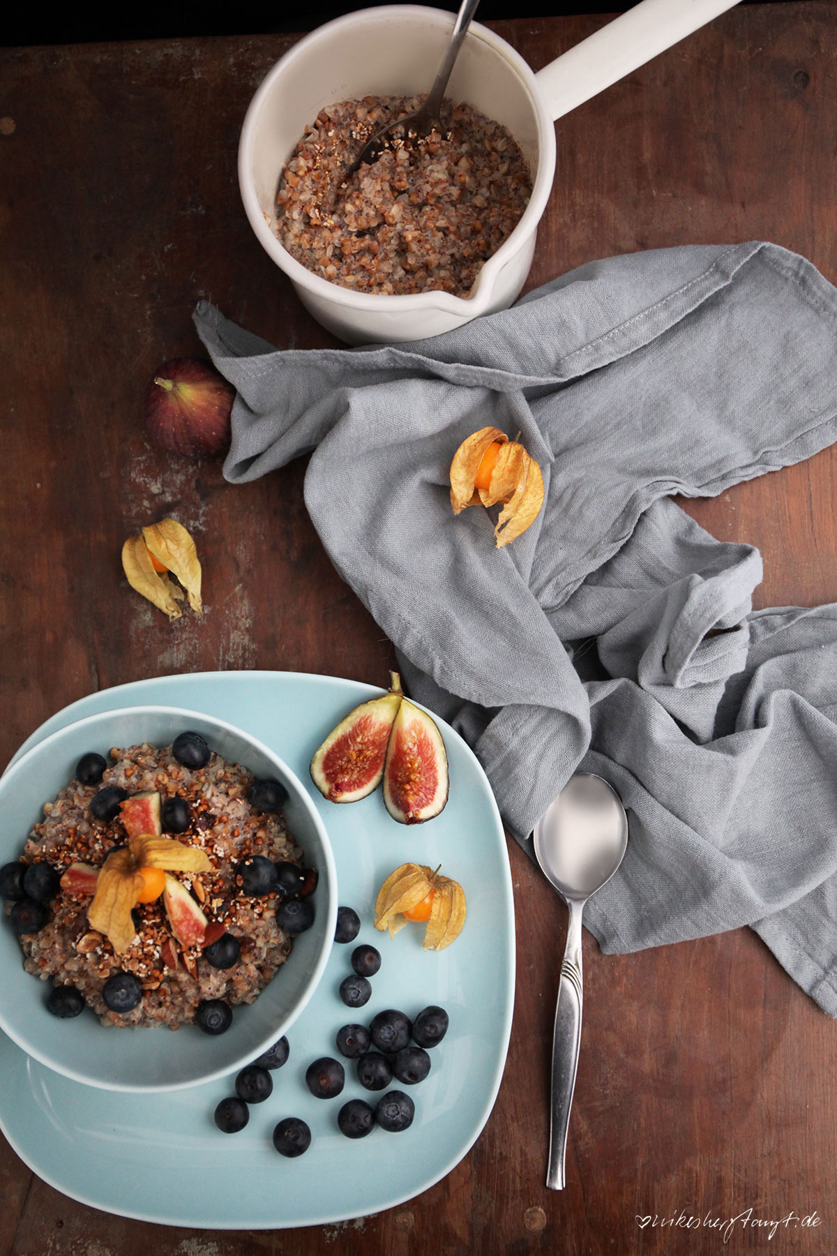 buchweizen porridge, buckwheat, blaubeeren, feigen, frühstück, breakfast, food, blog, nikesherztanzt