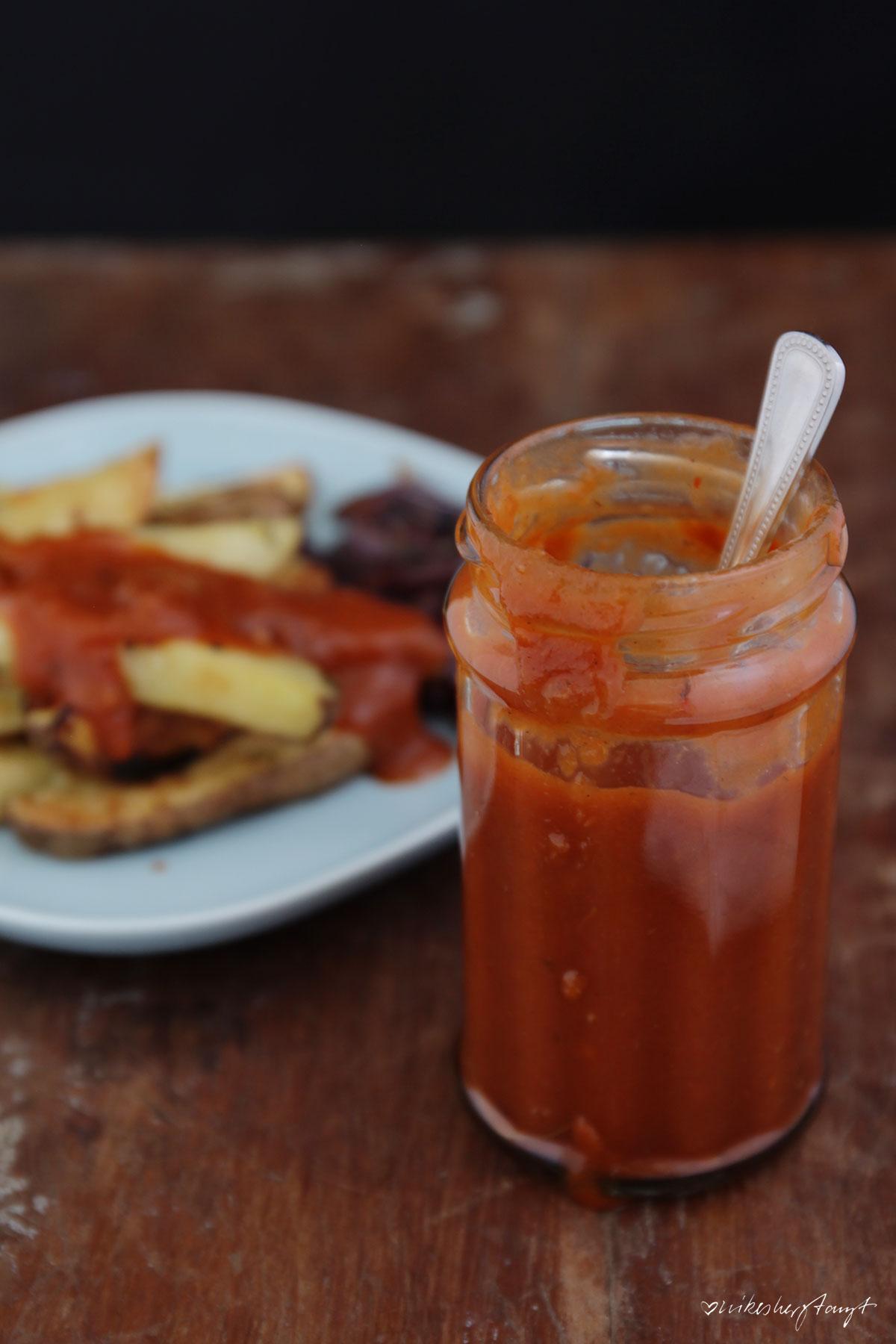 rhababer ketchup ala trickytine, gebratener grüner spargel, kartoffelwedges, veggie, vegan food, blog, nikesherztanzt