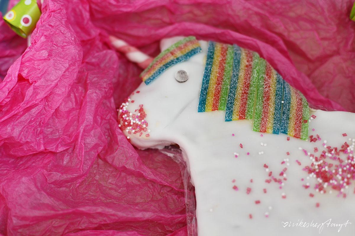 einhorncontent, einhornkuchen für den kindergeburtstag, rührkuchen, IKEA, backform pferd, fondant, nikesherztanzt, food, blog