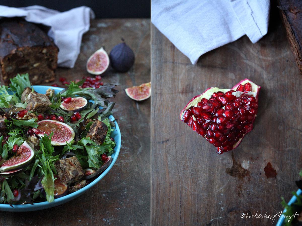salat mit frischen feigen, karamellisierten walnüssen, granatapfelkernen und früchtebrot