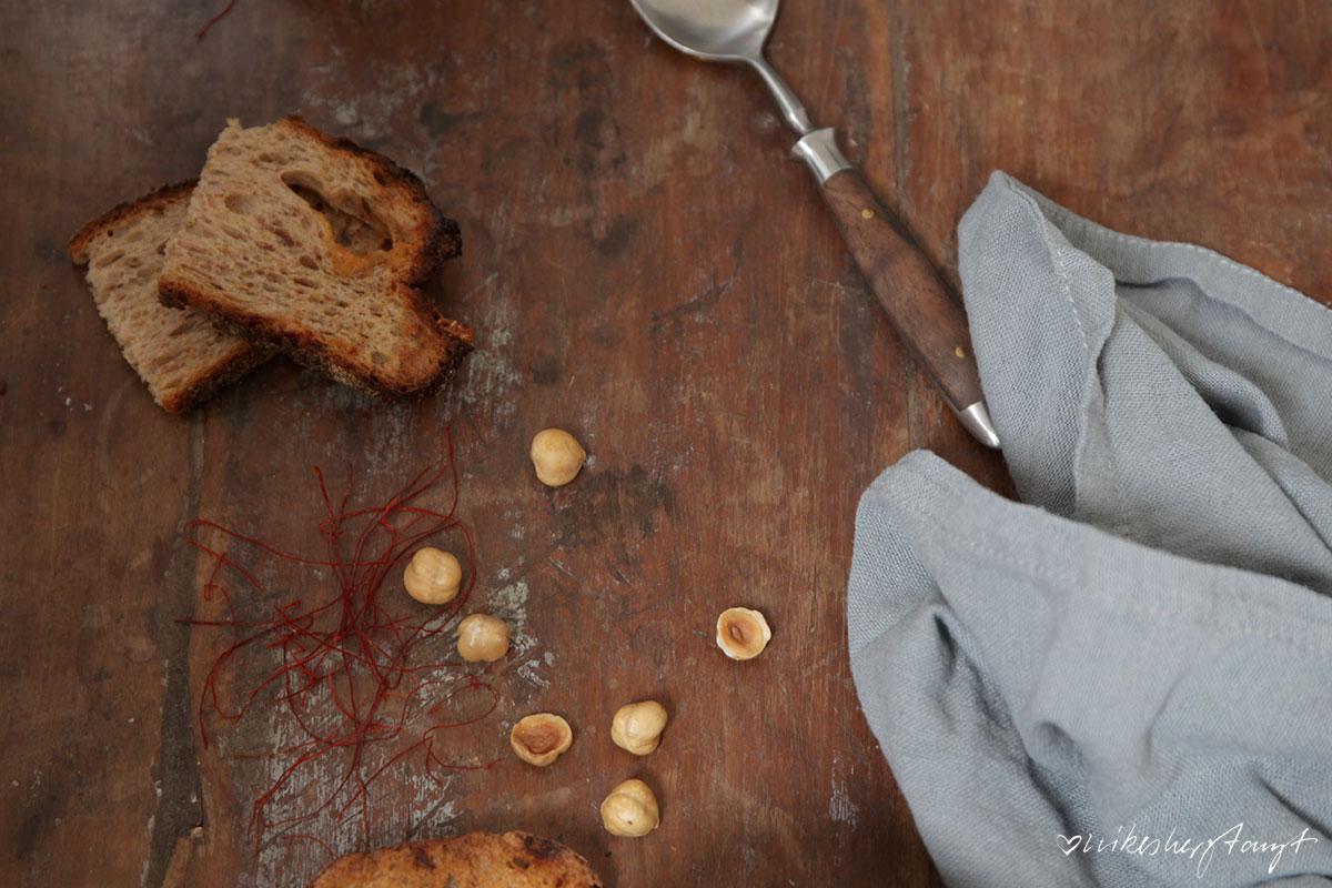 hasel-möhren-suppe mit gegrillten apfelscheiben // nikesherztanzt