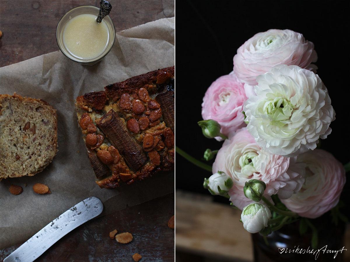 bananenkuchen mit salzkaramell und mandeln, zucker zimt und liebe, backbuchliebe, jeannys lieblingskuchen, ranunkeln, apothekerglas