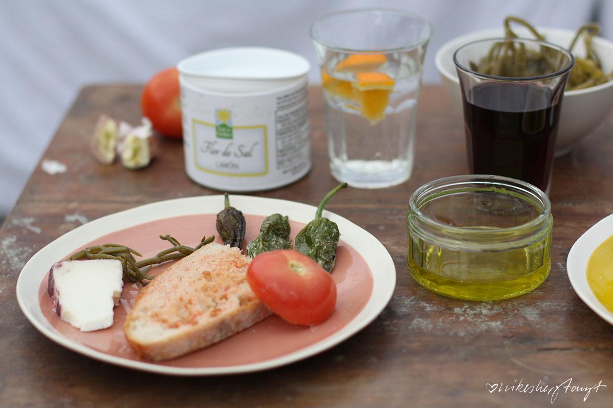 mallorquinische brotzeit mit spezialitäten aus sollér, mallorca und spanien, sonnendeck, fet a sóller, nikesherztanzt, food, blog