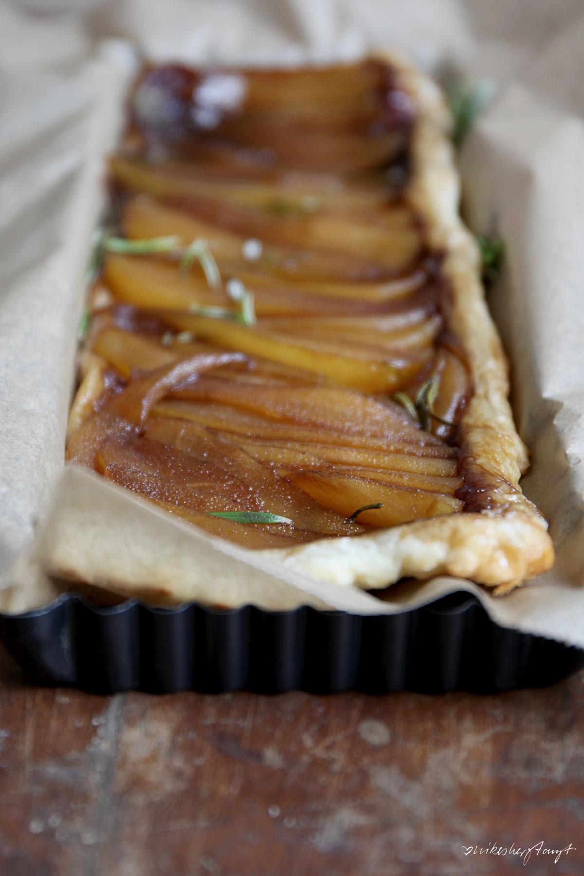 tarte tatin mit birne & rosmarin, birnenkuchen, blätterteig, schnell, lecker, food, blog, nikesherztanzt
