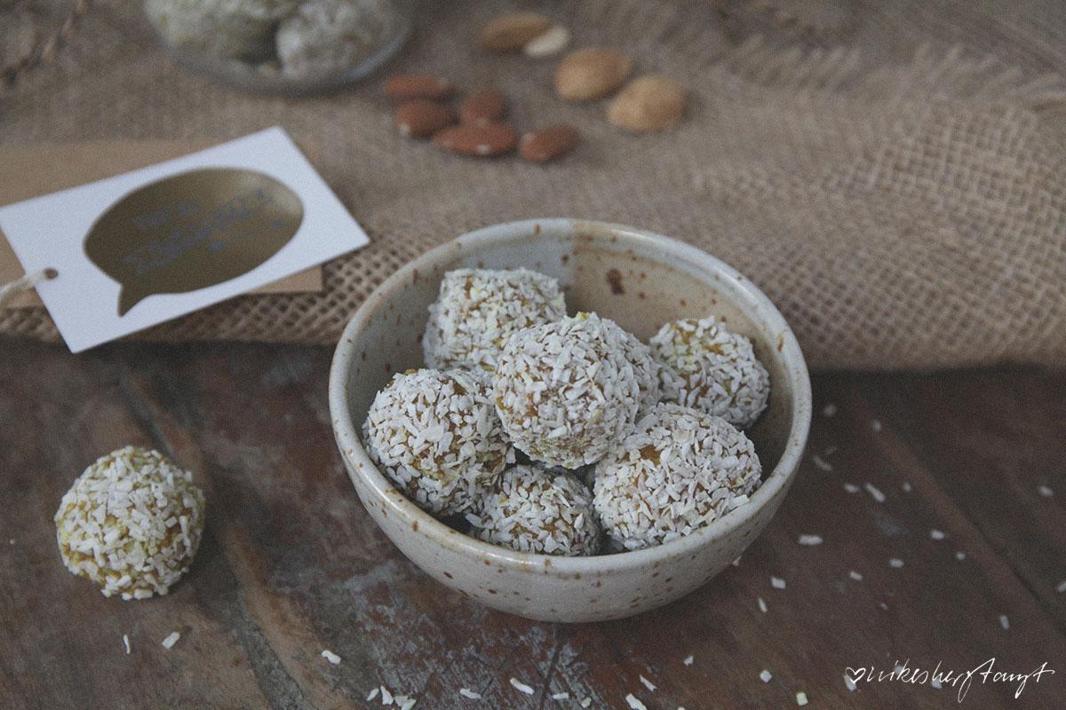 kurkuma energy balls, vegan, raw, bliss balls, golden balls, nikesherztanzt