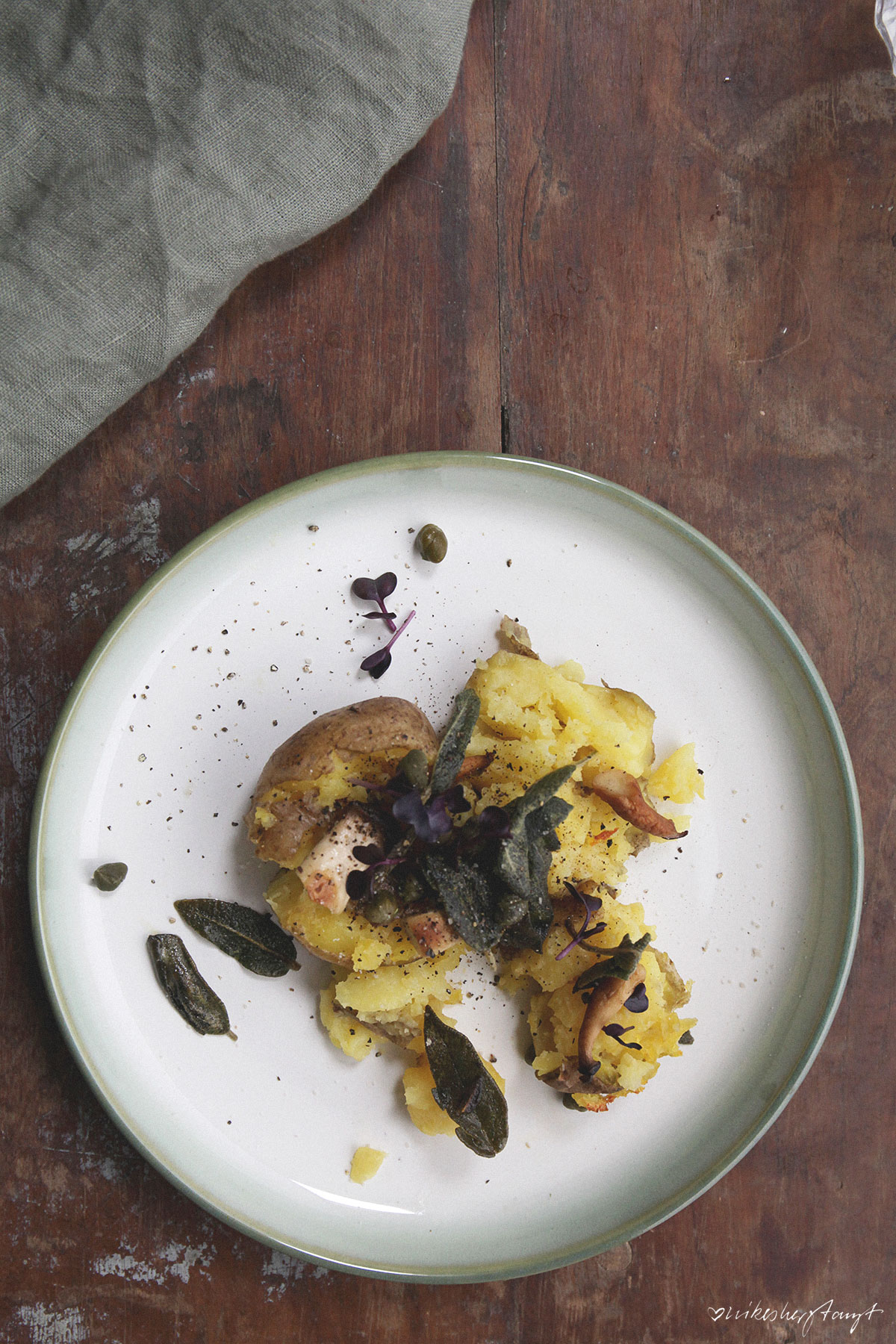 smashed potatoes mit frittiertem salbei. // nikesherztanzt