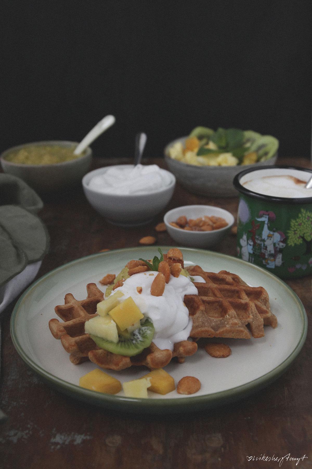 vegane waffeln mit ananas-minz-mus (rezept) // nikesherztanzt