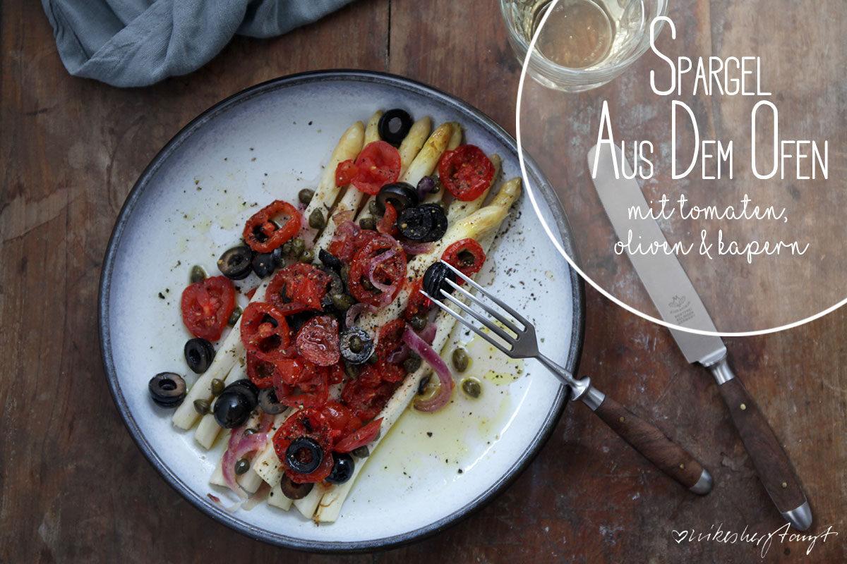 Spargel aus dem Ofen mit Tomaten, Zwiebeln, Oliven und Kapern // nikesherztanzt