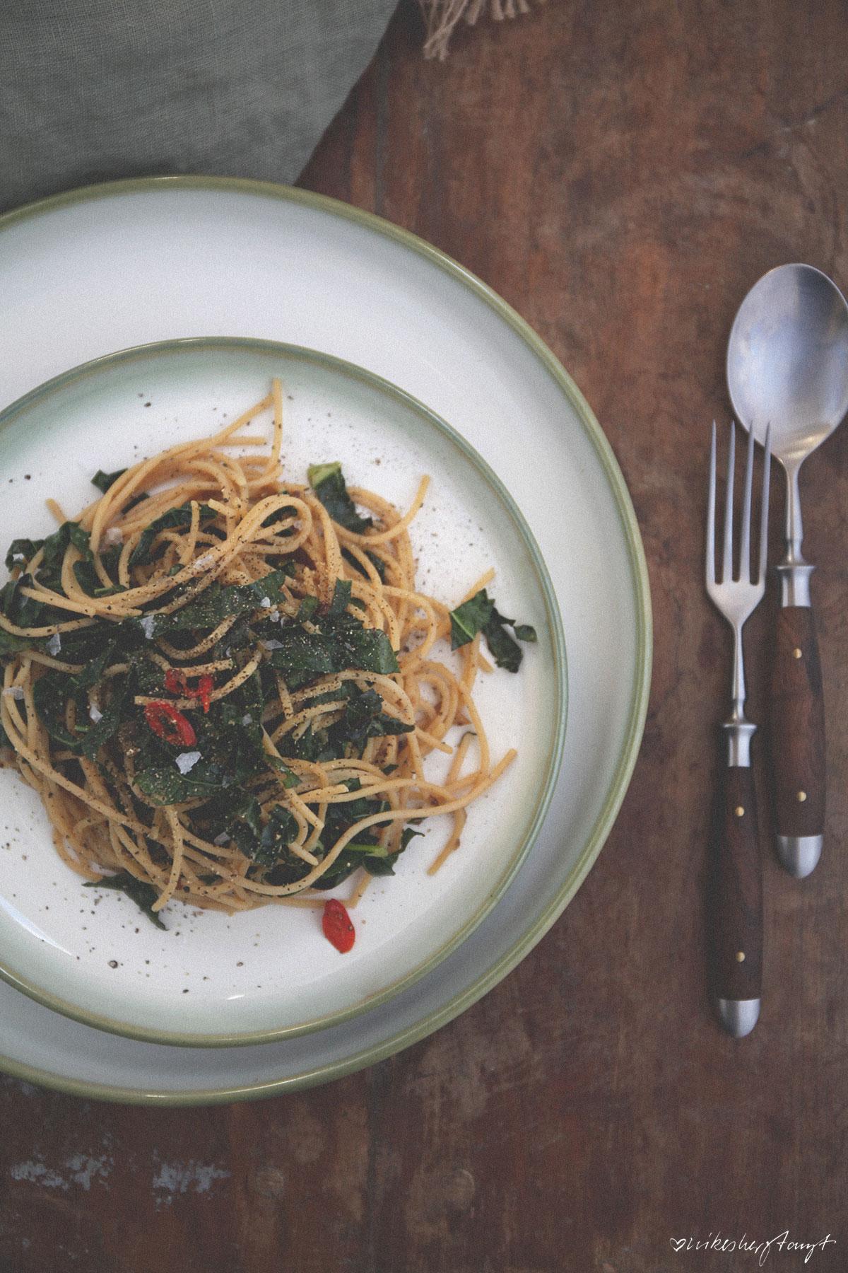 spaghetti mit schwarzkohl // nikesherztanzt