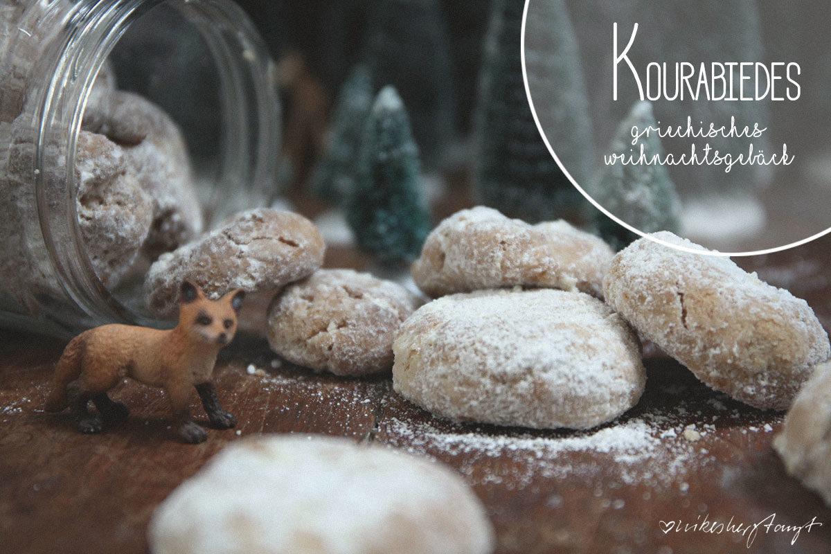 kourabiedes - griechisches Weihnachtsgebäck mit Mandeln. Herrlich mürbe und absolut köstlich. // nikesherztanzt